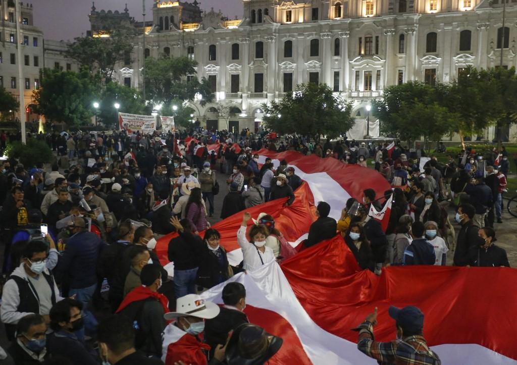 El Perú rural se instala en Lima para defender la victoria de Castillo