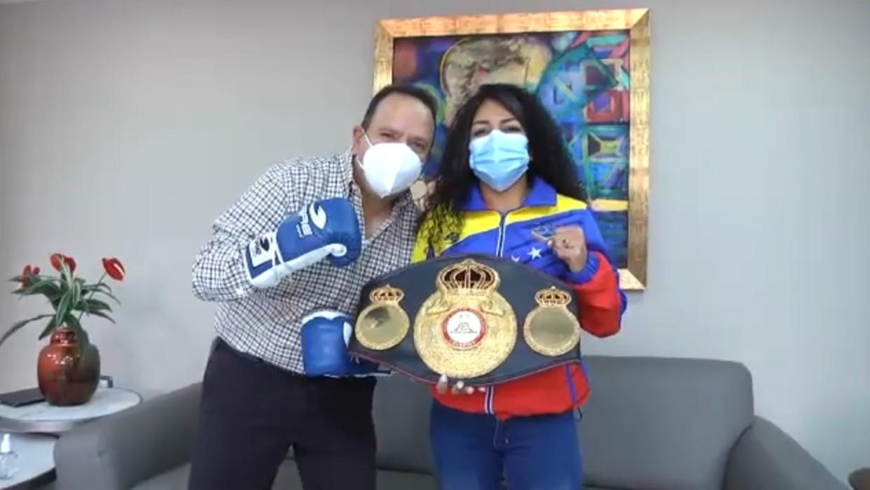 Gobernador de Aragua condecora a campeona mundial de Boxeo Eva Guzmán