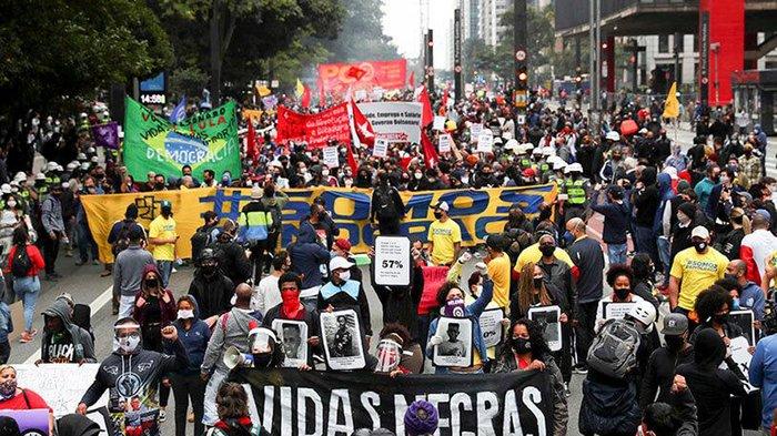 Brasileños toman las calles contra Bolsonaro por gestión frente a la pandemia