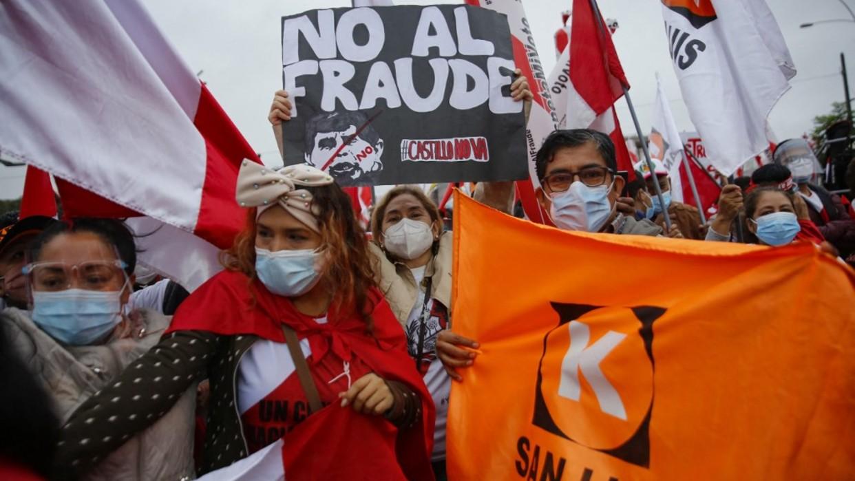 Partidarios de Fujimori y Castillo marchan en un Perú que sigue sin nuevo presidente