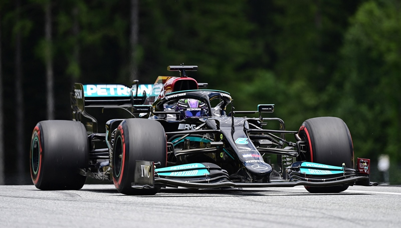 Hamilton supera a Verstappen en el tercer ensayo libre del GP de Estiria