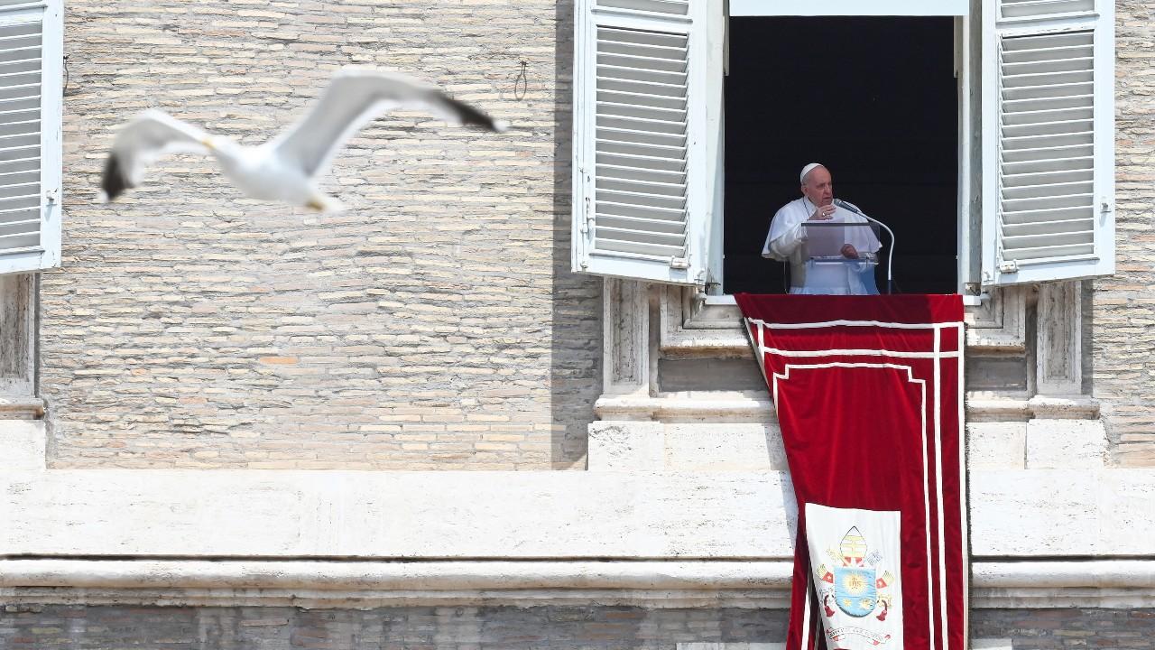 El Papa no participará en la misa del domingo ya que sigue recuperándose