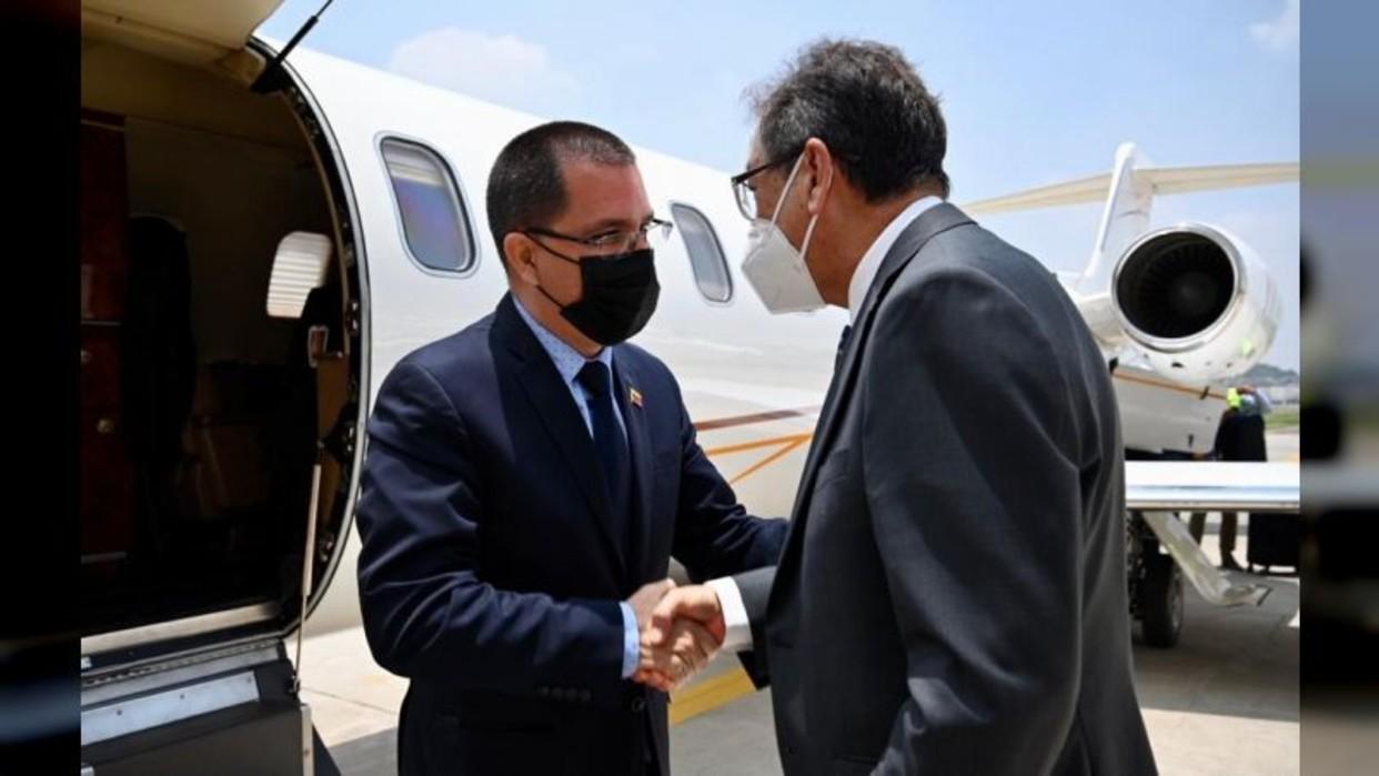 Canciller Arreaza llega a México para participar en cumbre de la Celac