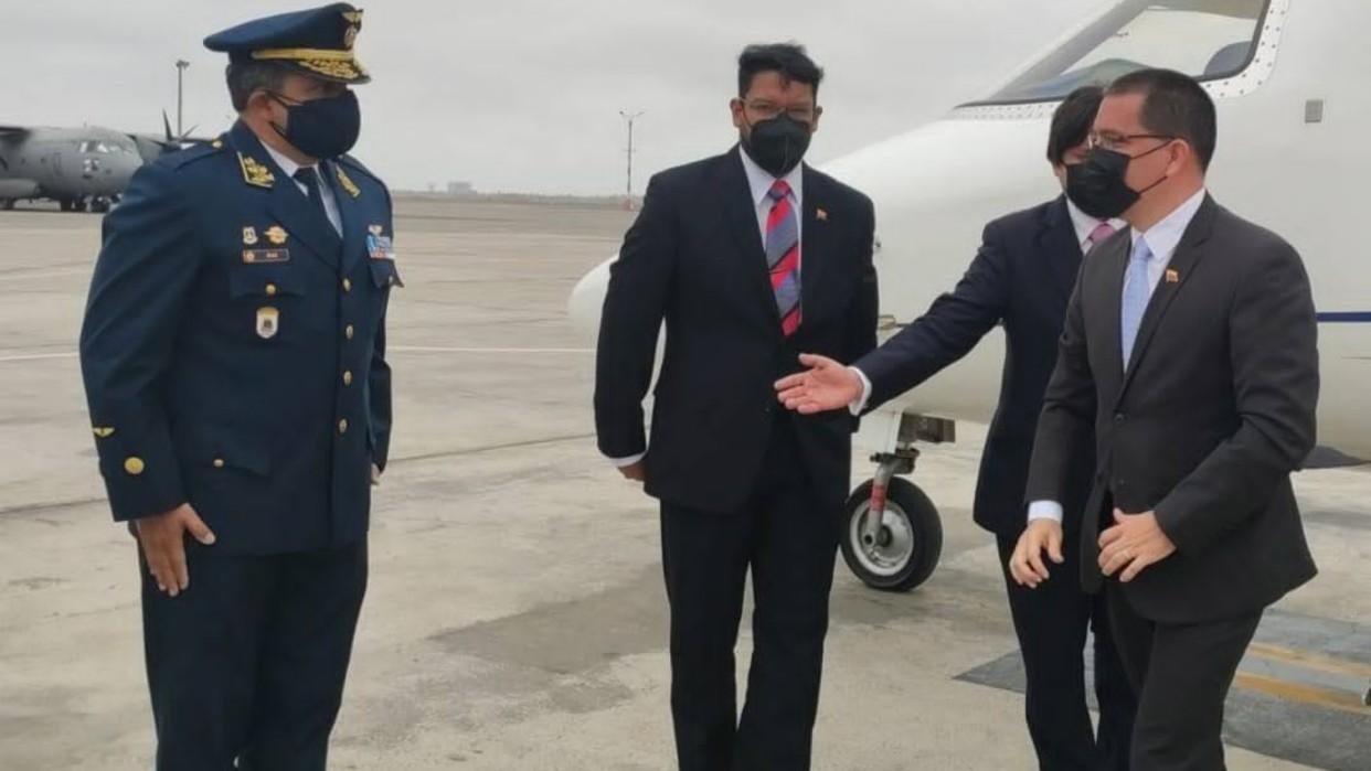 Canciller Arreaza llegó a Perú para participar en actos tras toma de posesión de Castillo