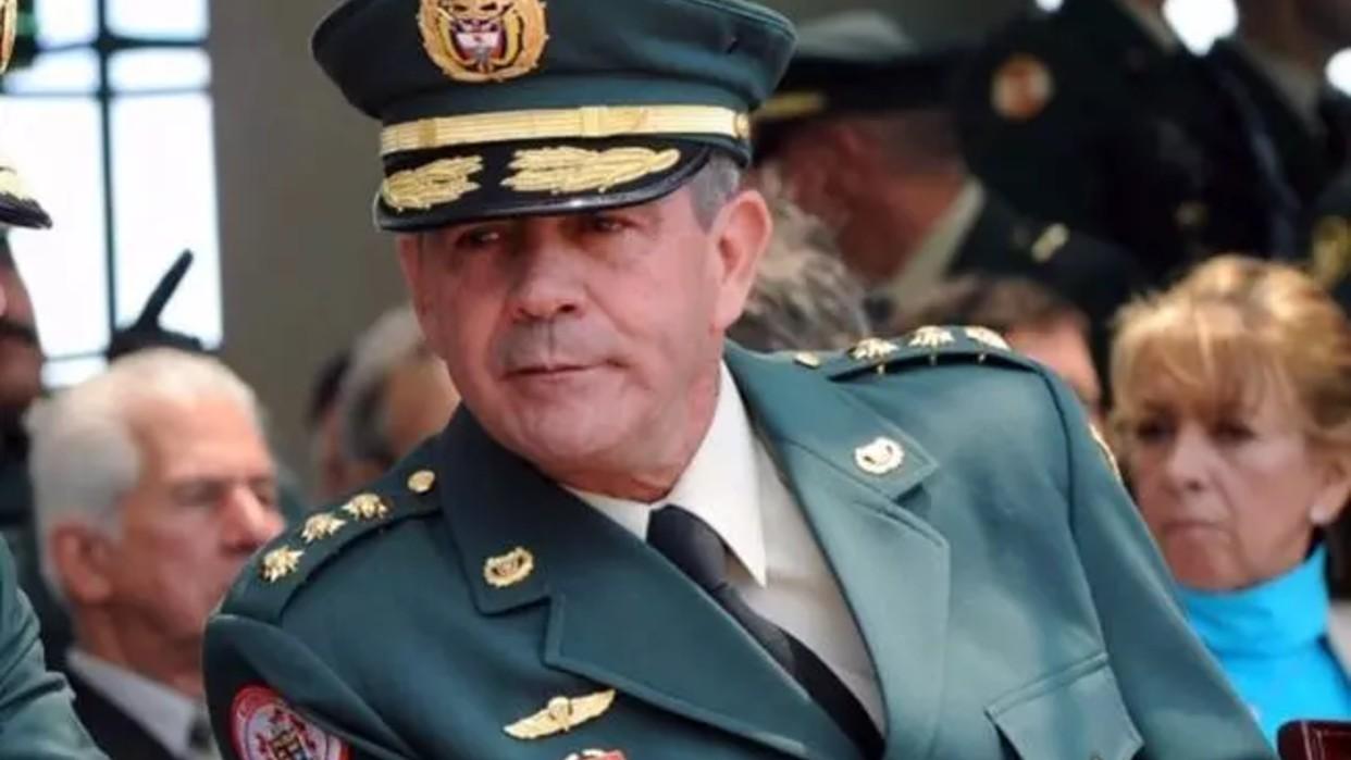 Fiscal de Colombia imputa a exjefe del Ejército por 104 ejecuciones extrajudiciales