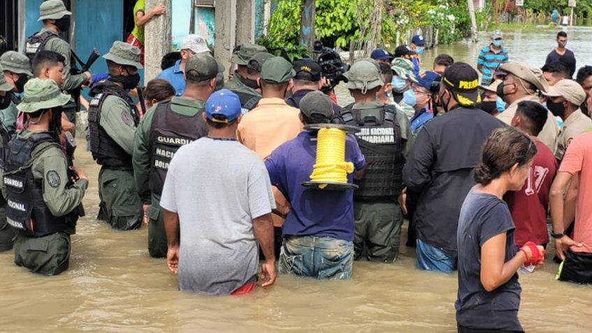 Gobierno regional se despliega para atender afectados por lluvias en Sur del Lago de Maracaibo