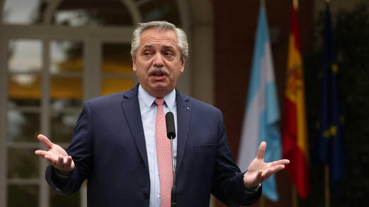Presidente de Argentina renueva gabinete tras crisis de gobierno