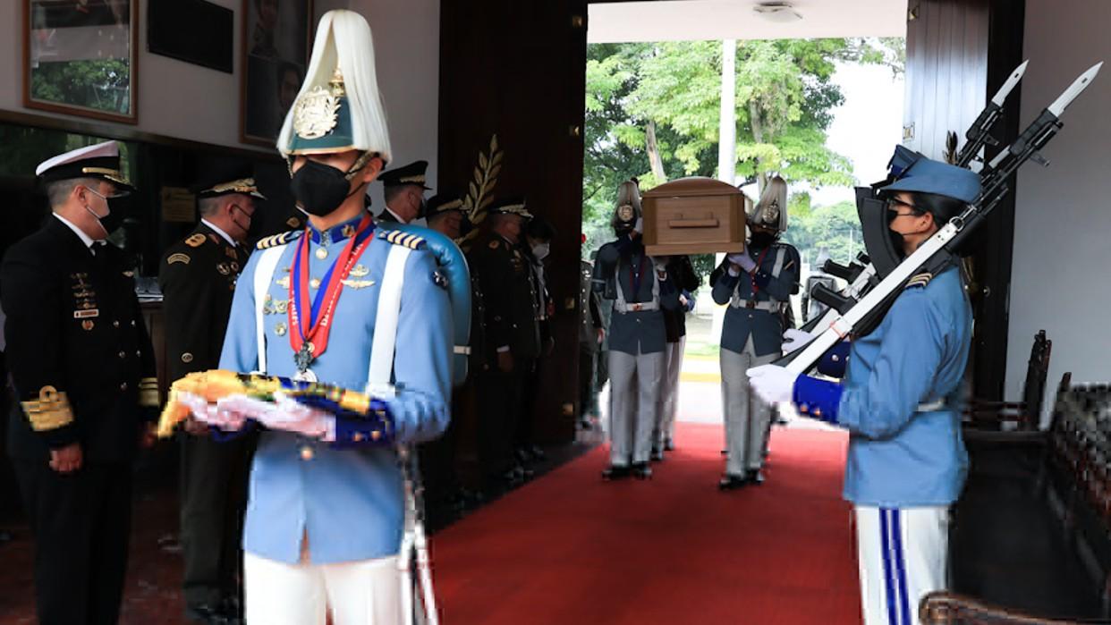 Presidente Maduro despide al G/J Pérez Arcay en Capilla Ardiente desde la Academia Militar