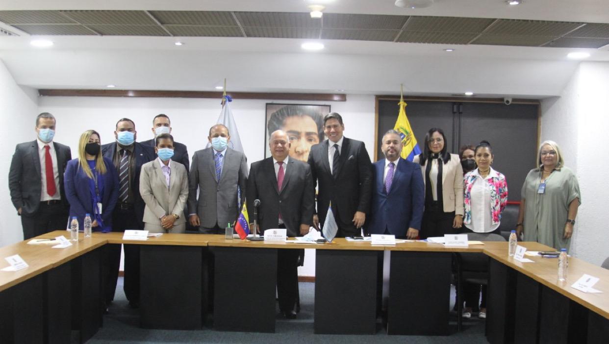 Contralor General Elvis Amoroso recibe Comisión de Contraloría de la AN