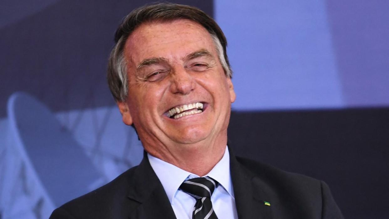 Bolsonaro dice que se refugia en el baño para llorar
