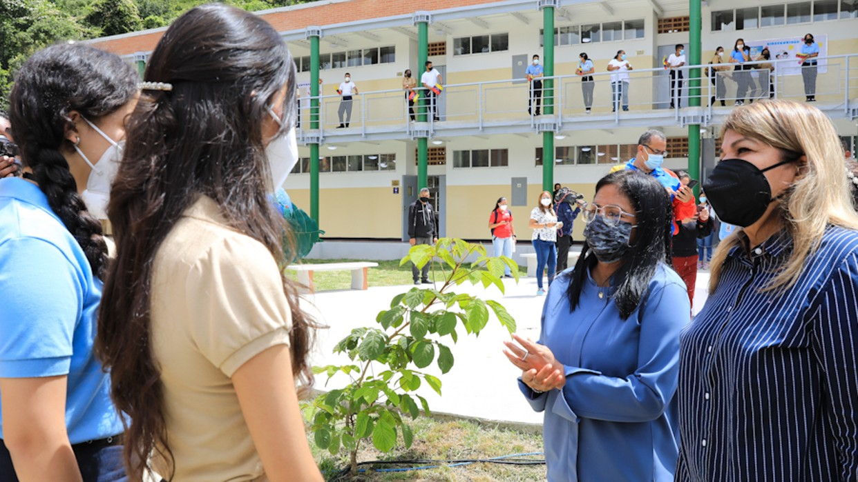 Venezuela da inicio a clases presenciales seguras y progresivas 2021-2022