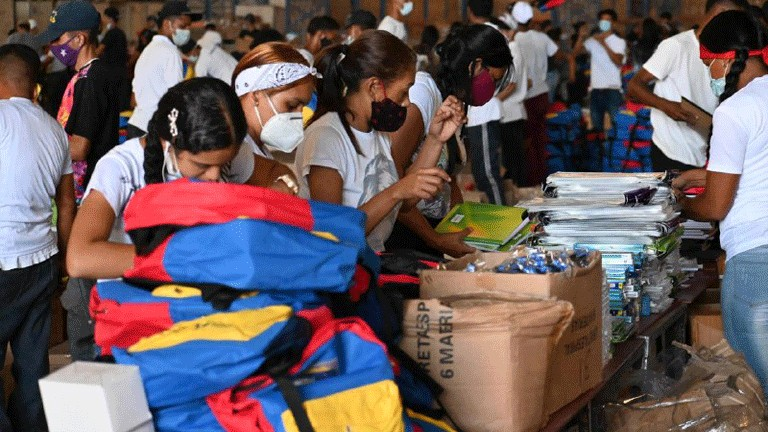 Inicia distribución de útiles, morrales y uniformes para más de 4 millones de estudiantes