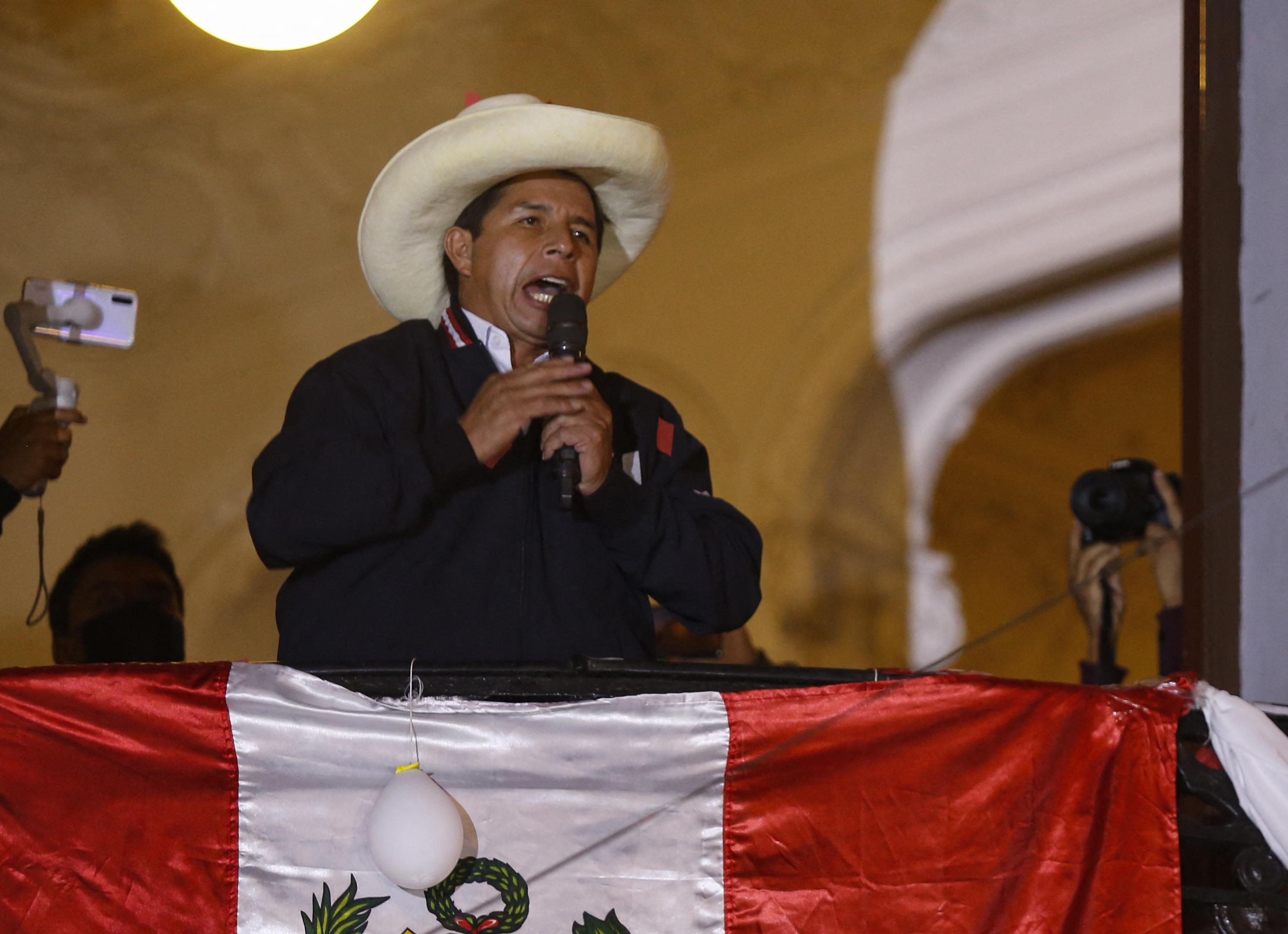 Pedro Castillo consolida victoria en Perú con 100% de actas procesadas