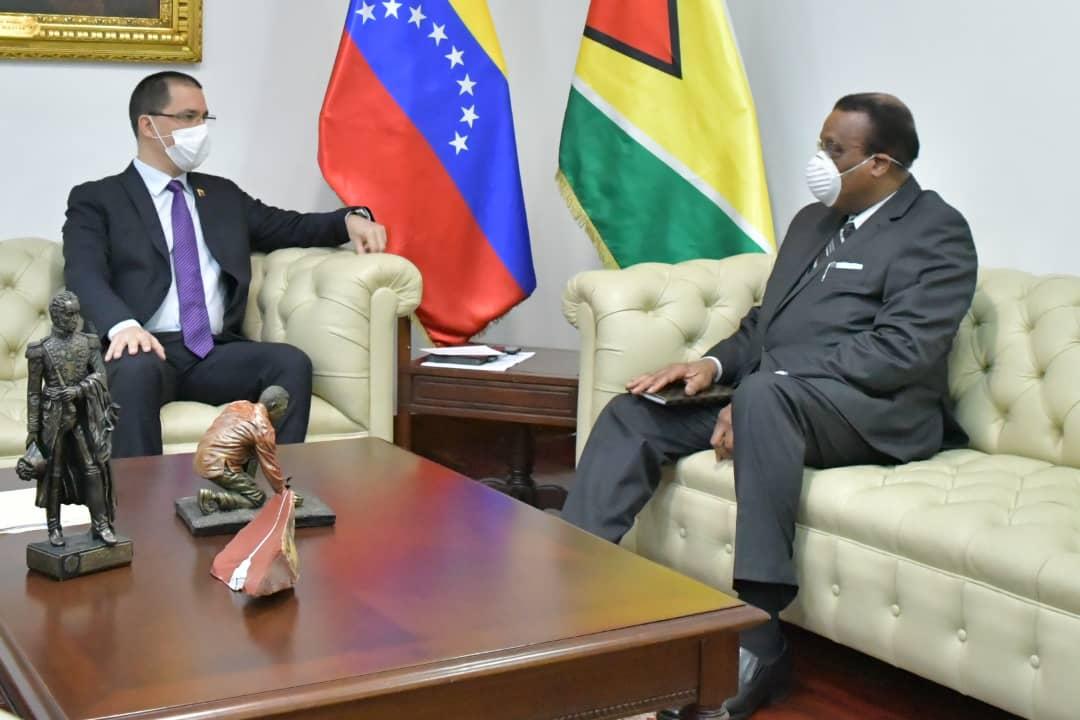 Venezuela ratifica defensa sobre el Esequibo en reunión con Encargado de Negocios de Guyana