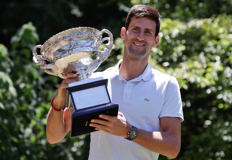 Novak Djokovic vence a Jo-Wilfried Tsonga en tres sets