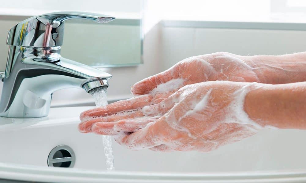 Lavarse las manos es básico para prevenir el coronavirus